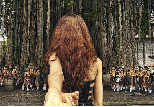 俄罗斯摄影师Murad Osmann创意摄影《Follow me》 跟着女友去旅行