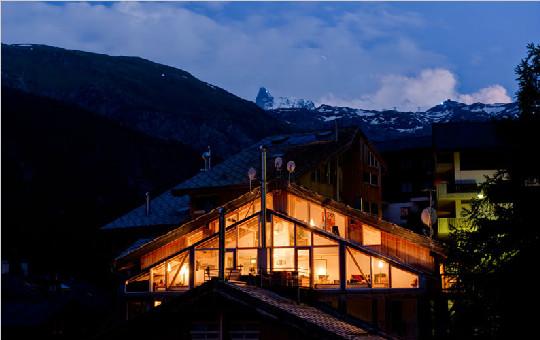欣赏瑞士著名设计师Heinz Julen在阿尔卑斯山上的木制阁楼