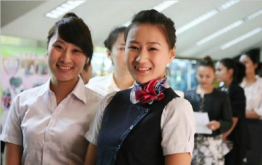 南航新疆招空乘 千余美女角逐80空姐岗位