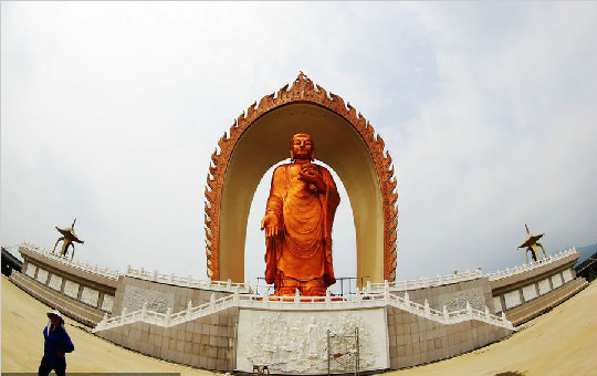 世界最高阿弥陀佛像在江西九江落成 高48米动用黄金48吨