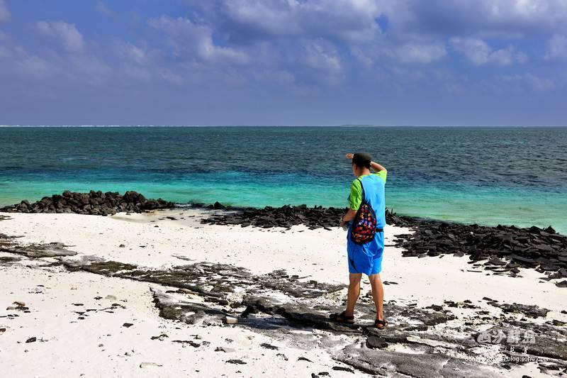 七连屿赵述岛海滩上,很多火山岩显示赵述岛原来应该是由于火山喷发而形成的小岛。