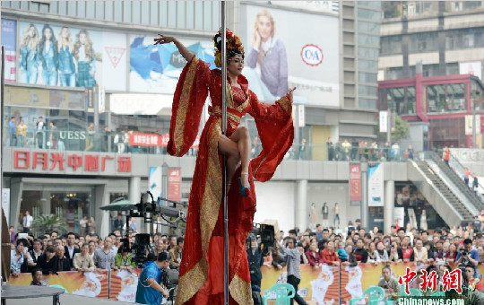 """重庆首届钢管舞比赛日月光中心开录 """"与情色无关"""""""