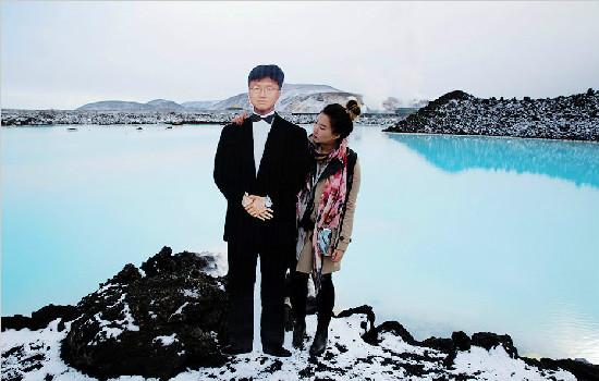 女孩杨金娜携去世父亲画像环游世界