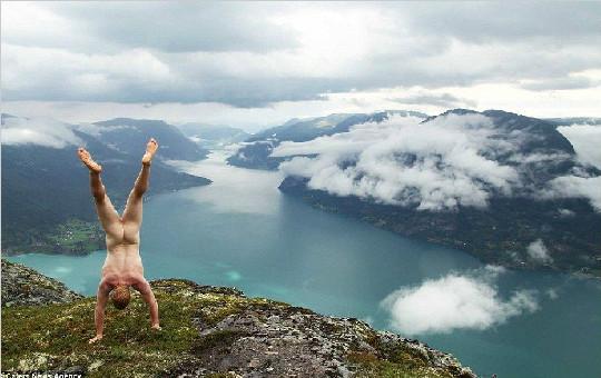 裸体倒立男Naked Handstander的环游世界之旅