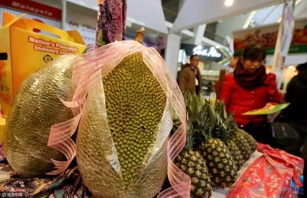 中国游客猛吃榴莲致价格猛增 马来西亚人民快买不起了