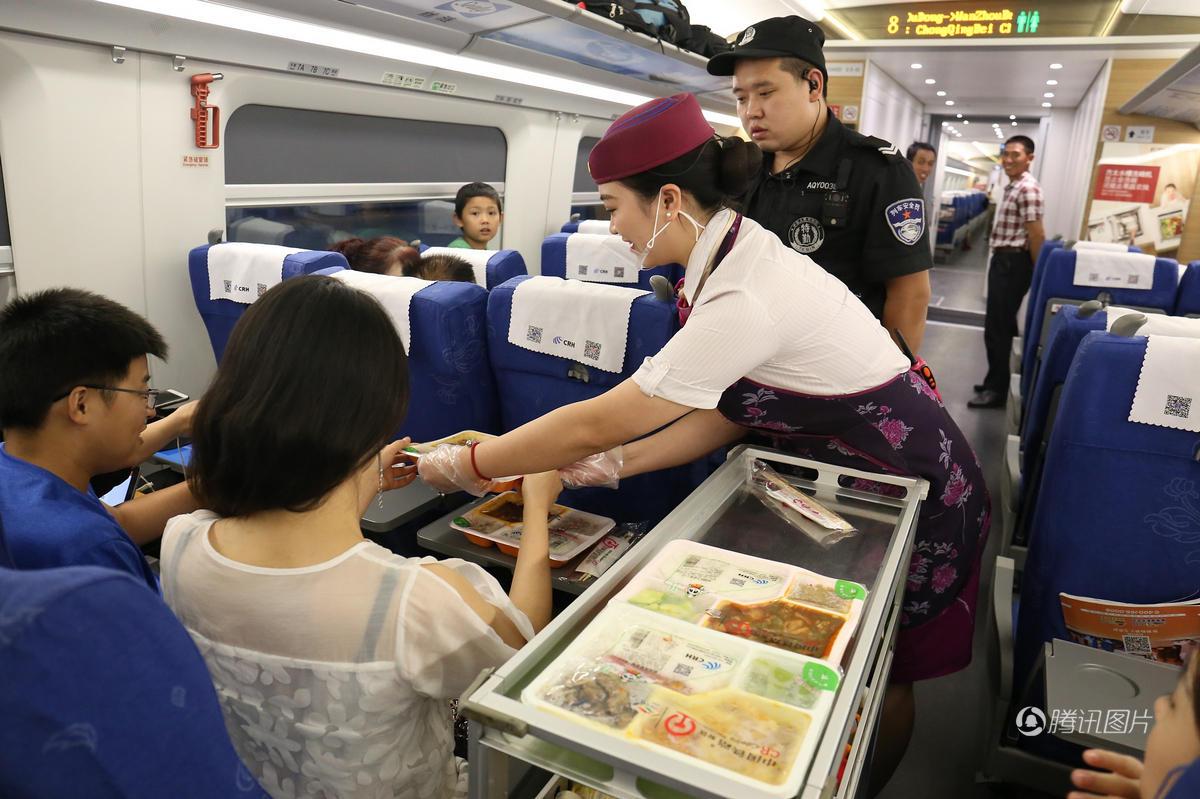 如果引入市场竞争机制,火车餐饮的价格和质量或许都会更让人满意一些