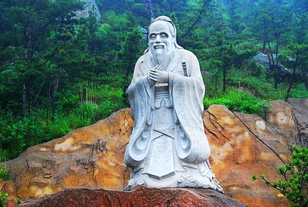 青岛崂山风景区雕像是谁